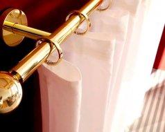 Jak zamontować karnisz bez wiercenia?